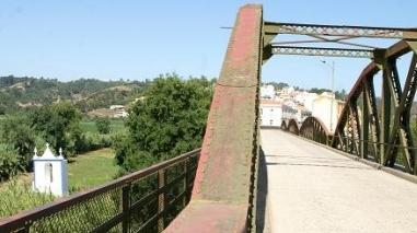 Obras de reabilitação e reforço da ponte metálica de Odemira já começaram