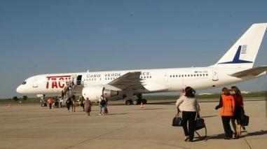 Aeroporto de Beja: Primeiro avião descola rumo a Cabo Verde com quase 70 pessoas a bordo