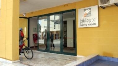 Biblioteca de Santo André distribui manuais escolares a alunos carenciados
