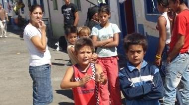 """Crianças de etnia cigana do Bairro das Pedreiras """"distribuídas"""" pelas escolas de Beja"""