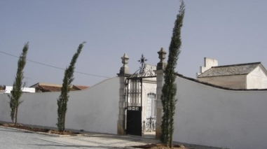 Junta de Freguesia da Salvada lança obras no cemitério e na casa mortuária
