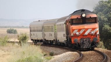 Governo e CP vão estudar modernização e electrificação da Linha do Alentejo