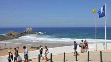 Bandeira Azul volta a ser hasteada na praia da Zambujeira do Mar