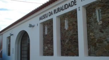 Livro de fotografias da Feira de Castro apresentado no Museu da Ruralidade (Entradas)