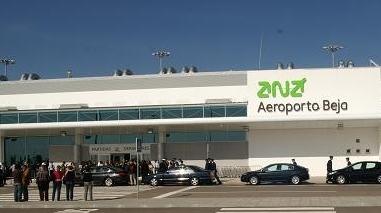 """Aeroporto de Beja poderá receber operação de 31 voos """"charter"""" de Dusseldorf em 2012"""