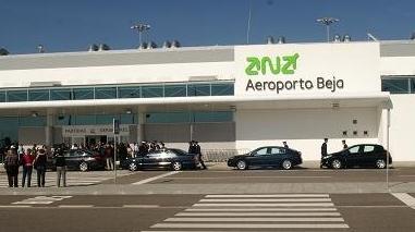 PCP quer saber se Governo equaciona aeroporto de Beja  para voos de baixo custo