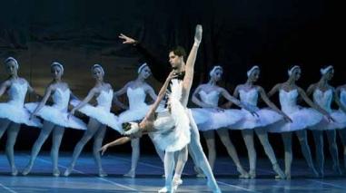 """""""O Lago dos Cisnes"""" encanta no palco do Teatro Pax Julia (Beja)"""