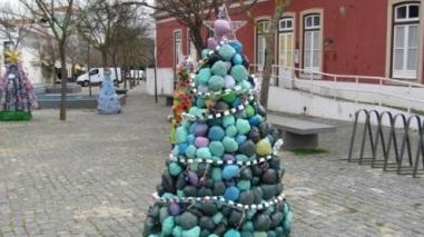 Grândola mostra árvores de Natal recicladas por idosos