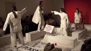 """Teatro Fórum de Moura """"denuncia capitalismo"""" em digressão nacional"""