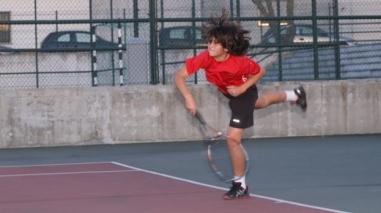 Tenista de Ferreira do Alentejo inicia participação em torneio sub-14 na França