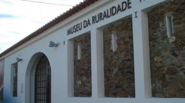 Exposição no Museu da Ruralidade (Entradas) mostra miniaturas em cortiça