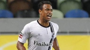 Bejense Tiago Targino troca Guimarães por Setúbal