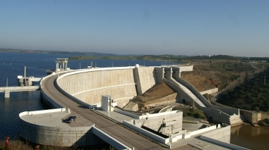 """Governo quer garantir financiamento """"sustentável"""" para concluir Alqueva em 2015"""