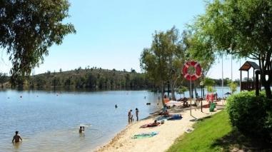 Praia fluvial da Mina de São Domingos com bandeiras azul e de qualidade de ouro