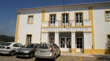 """Exposição na Biblioteca Municipal de Odemira mostra """"Versões de um Amor de Perdição"""""""