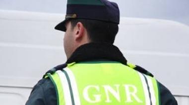 GNR apreende armas e munições a suspeito de violência doméstica em São Matias