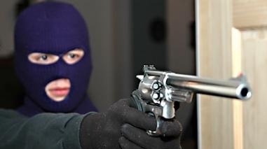 Três encapuzados armados assaltam ourivesaria em Ferreira do Alentejo