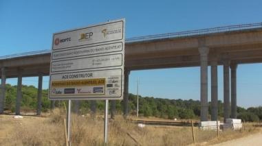 """Câmaras de Ferreira do Alentejo e Beja vão processar Estado por """"abandono"""" das obras da A26"""