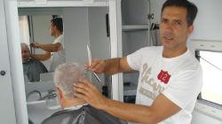 Barbeiro ambulante percorre