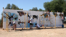 Alunos pintam mural