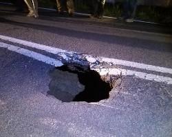 Cratera na EN2 corta trânsito entre Aljustrel e Carregueiro