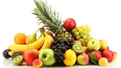 Fruta e iogurtes nas