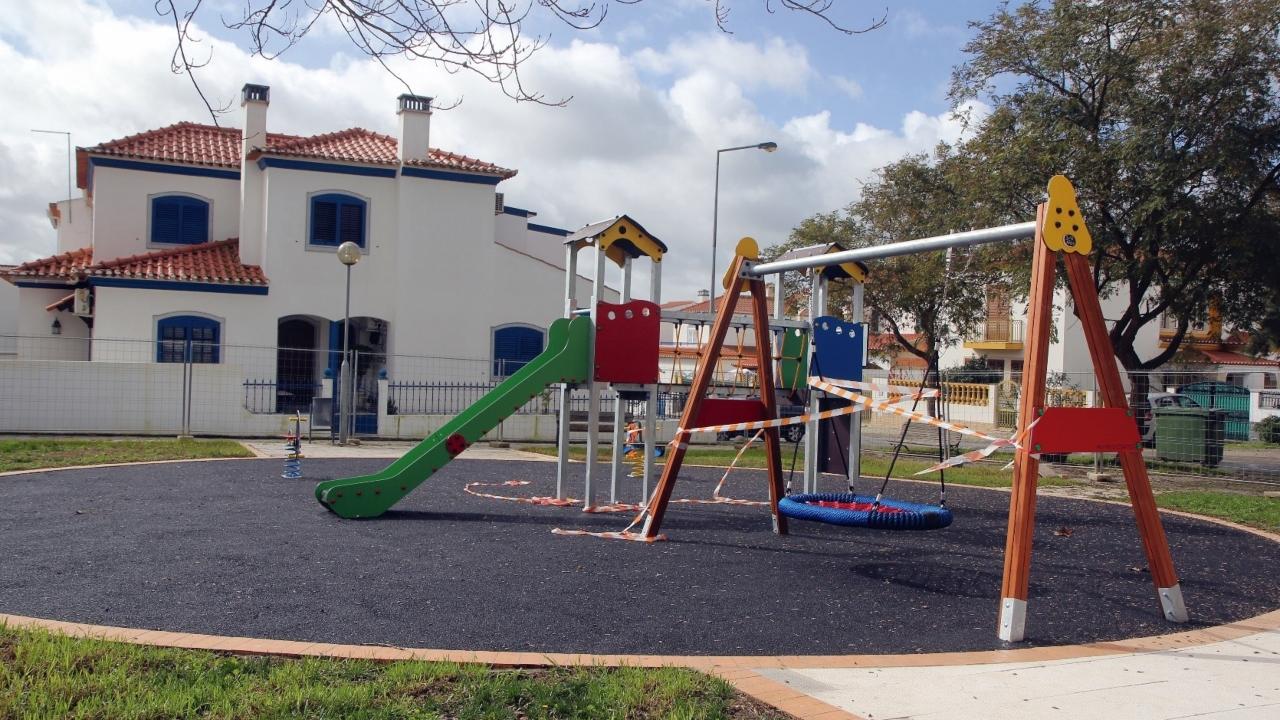 Câmara de Castro Verde renova parques infantis