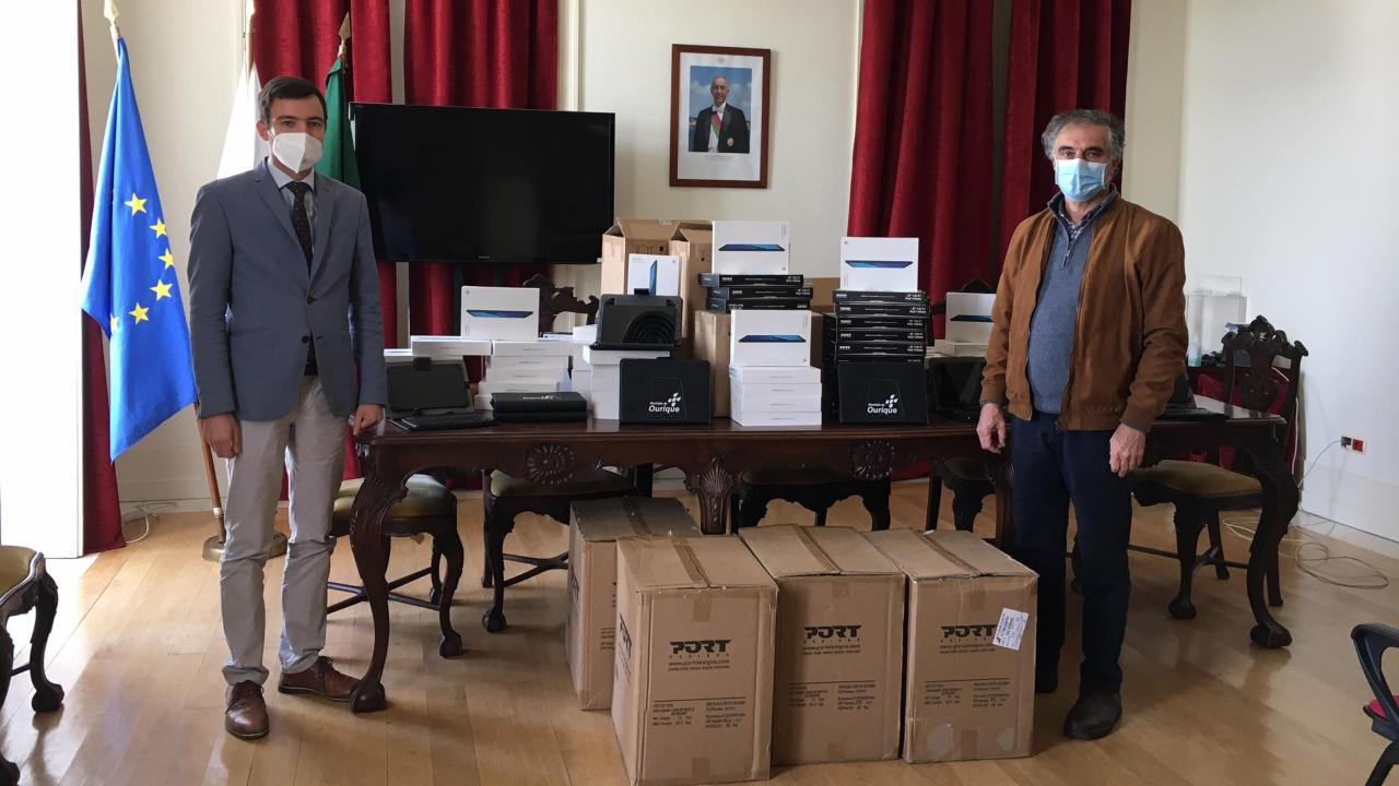Câmara de Ourique entrega tablets a alunos do concelho