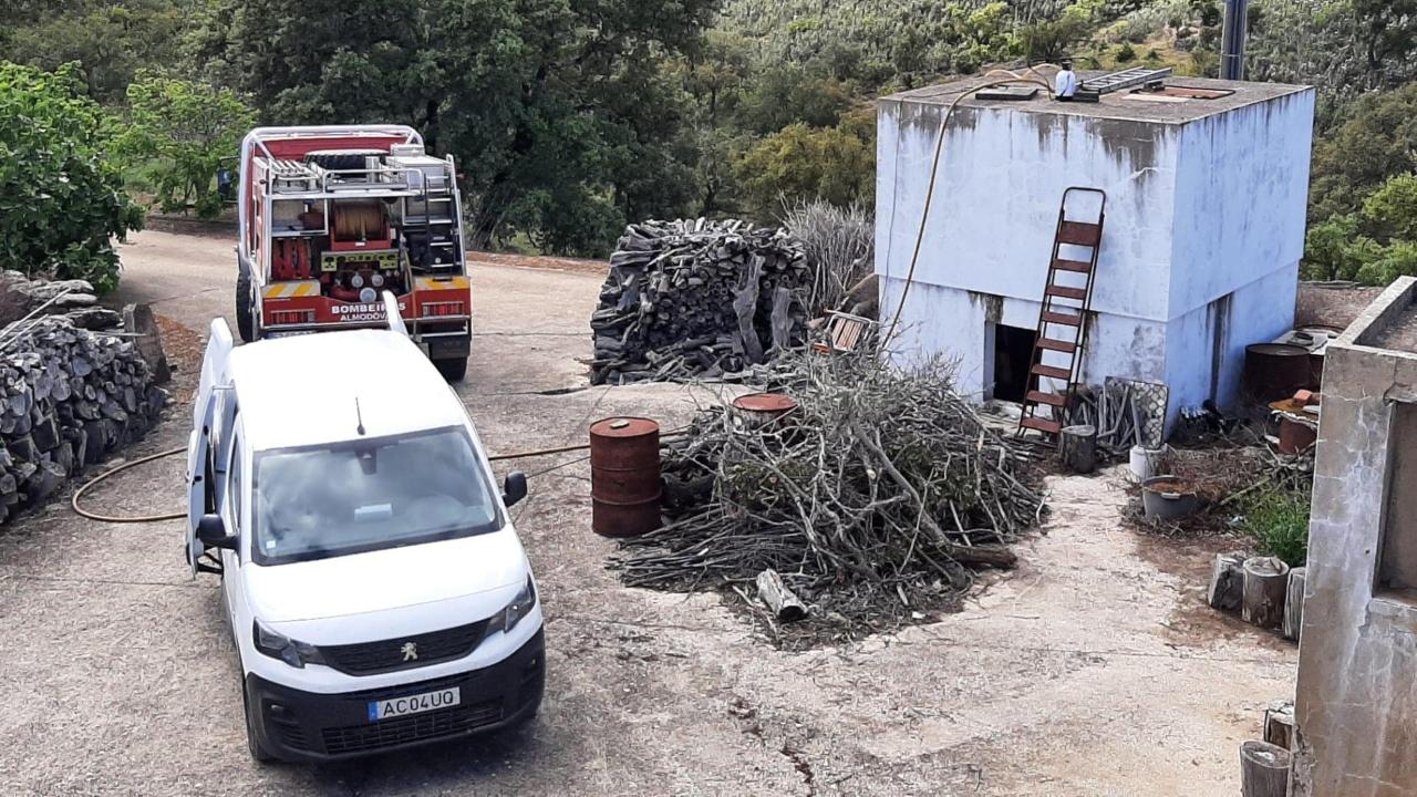 Câmara de Almodôvar está a limpar reservatórios de água