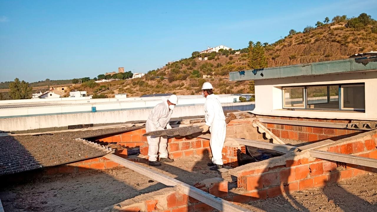 Coberturas com amianto retiradas na EB 2,3/Secundária de Mértola